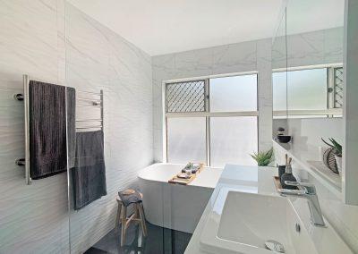 Back to Wall Freestanding Bathtub - Heated Towel Rail