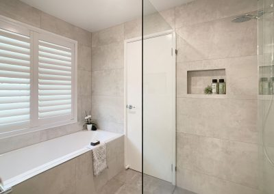 Frameless Shower Screen - Large Shower Niche for Cleansing Products