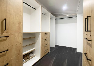Walk in Robe Hanging Space - Plenty of room for fashion lovers